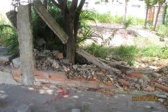 Ruínas do muro da casa do Zezinho e Inês na rua José Carlos Pace ao lado da igreja Católica (2)
